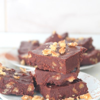 Incredibly delicious and easy homemade chocolate fudge with powdered milk