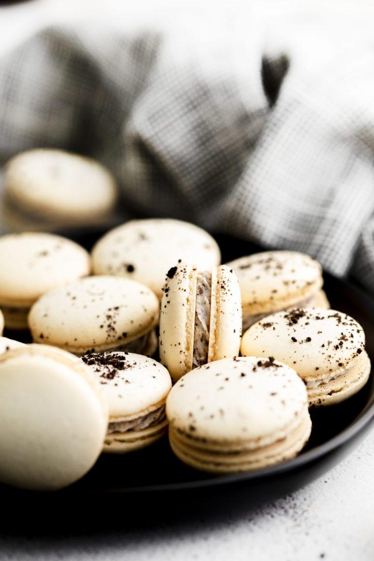 Cookies n cream macarons