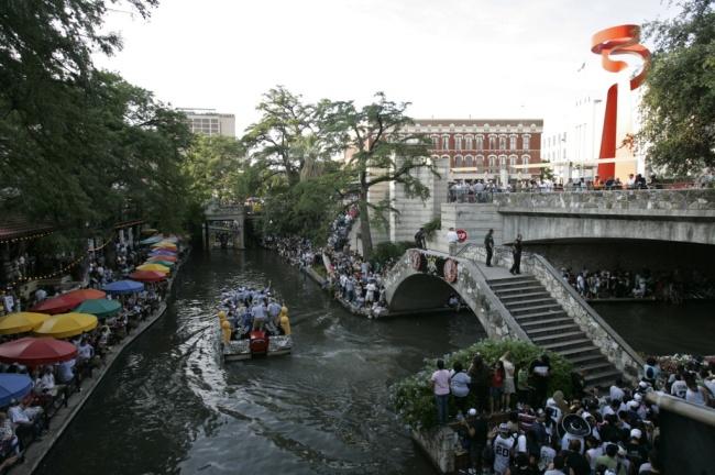spurs river parade 2014
