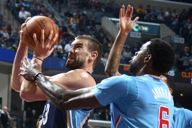 November 23, 2014 -  Memphis Grizzlies Marc Gasol shoots defended by Los Angeles Clippers DeAndre Jordan at FedExForum. (Nikki Boertman/The Commercial Appeal)
