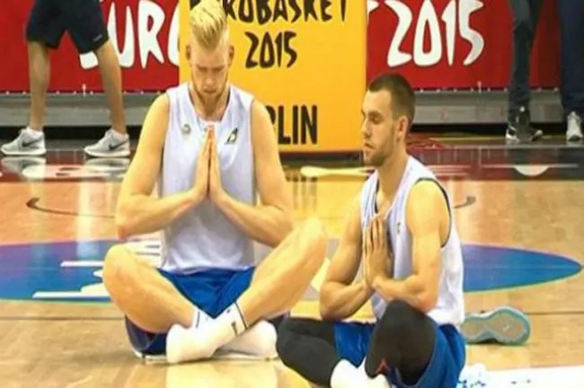 iceland-national team-yoga