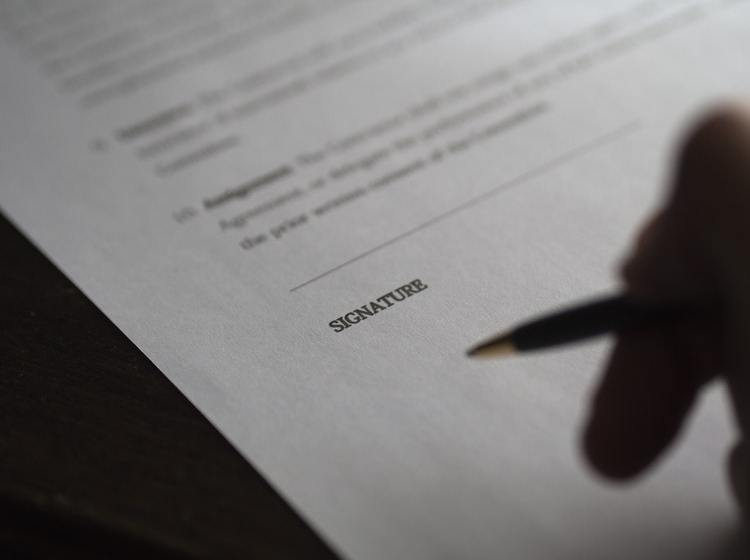 4 Benefits of Outsourcing Your Contract Processing