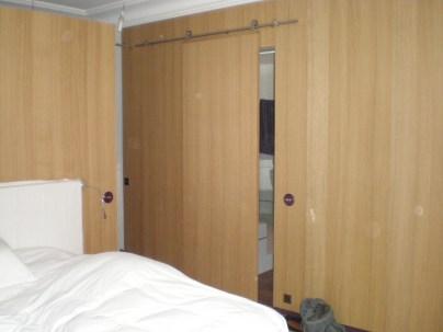 Agencement d'une chambre (panneaux chêne)