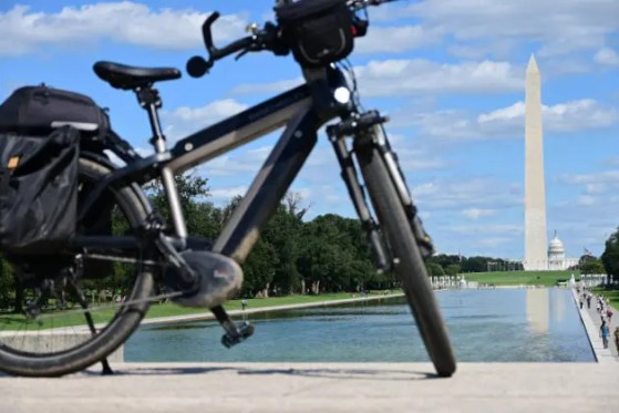 An e-bike parked in front of the Lincoln memorial overseeing the pond