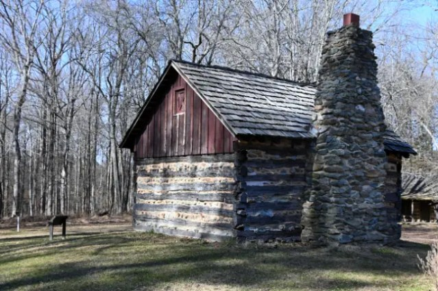 Small living quarters in the pioneer homestead