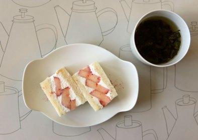 イイホシユミコ 器展「お茶の時間」でオハラの完熟いちごサンドと中国茶を愉しんできました。(ギャラリーフェブにて2019.4.7)