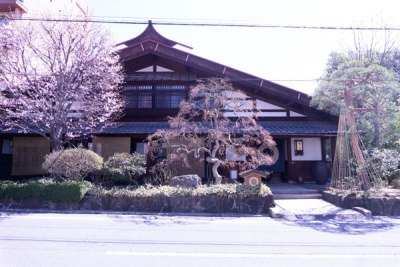 松本|浅間温泉の旅館「菊之湯」は、本棟造りの趣ある宿の雰囲気と料理がいい!