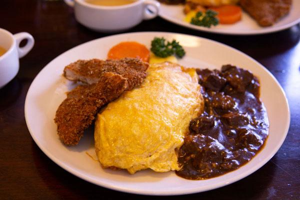松本の名店「時代遅れの洋食屋 おきな堂」で昭和レトロな雰囲気の中、人気のボルガライスを食べて来ました。