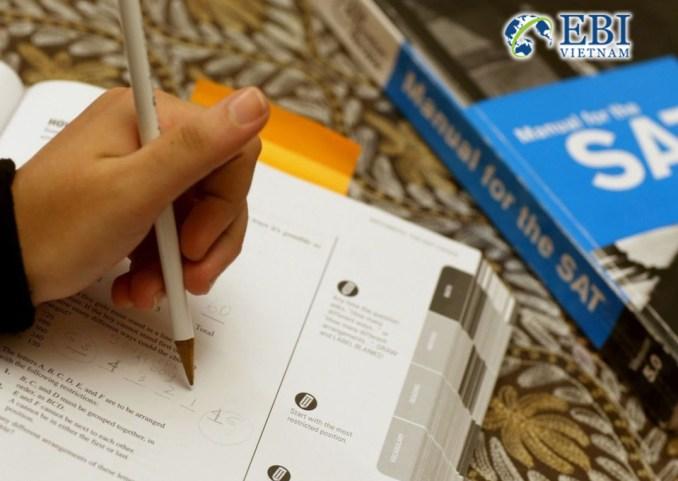 Học sinh thi SAT.