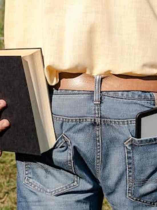 Zeitungstext mit der PocketBook-Ultra-Kamera aufgenommen
