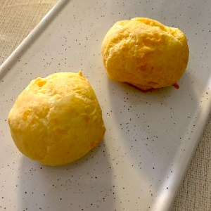 Brazilian Cheese Buns aka Cheesy Cheesy Poofs!