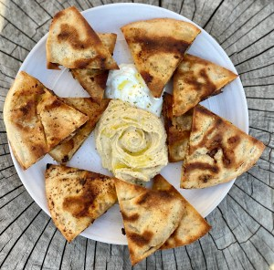 Arayes with Greek yogurt and hummus