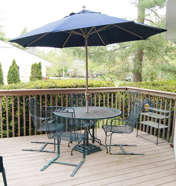 Green Wrought Iron Patio Table Spring Chairs And Umbrella