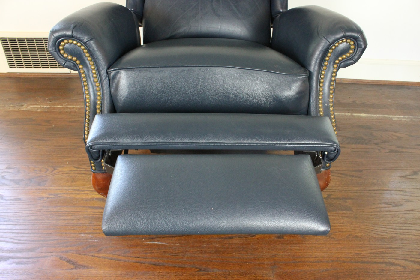 Queen Anne Recliner Chair Queen Anne Style Wingback Leather Reclining Chair Ebth