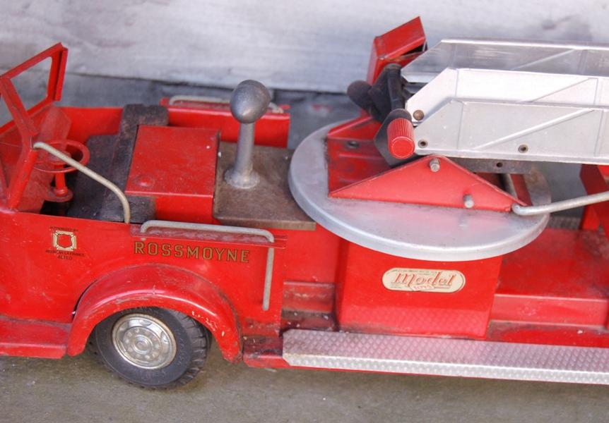 Doepke Model Toys Rossmoyne Hook And Ladder Aerial Fire