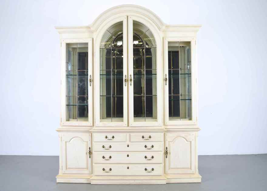 Thomasville French Country China Cabinet  EBTH