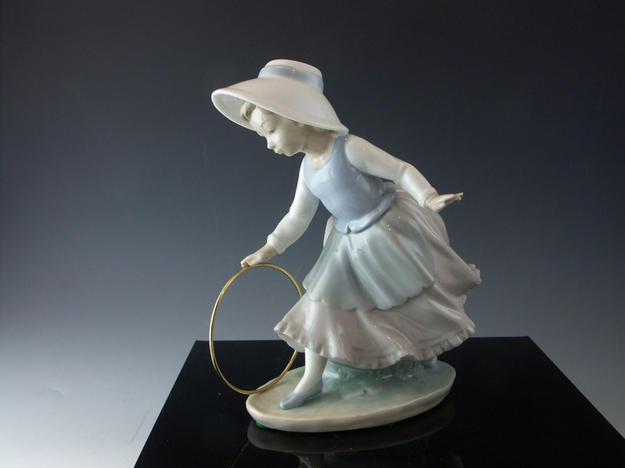 Nao by Lladro Porcelain Figurine