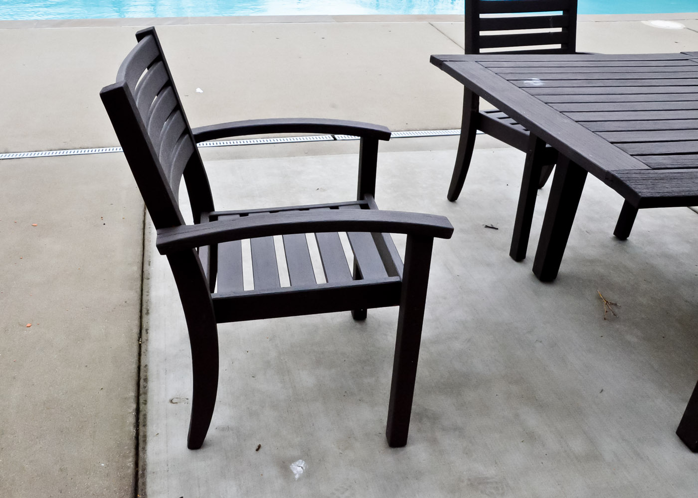 Pottery Barn Teak Outdoor Table With Five Chairs Ebth