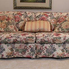 Sofas In Columbus Ohio Lc2 Sofa Corbusier Lazy-boy Floral And Pillows : Ebth