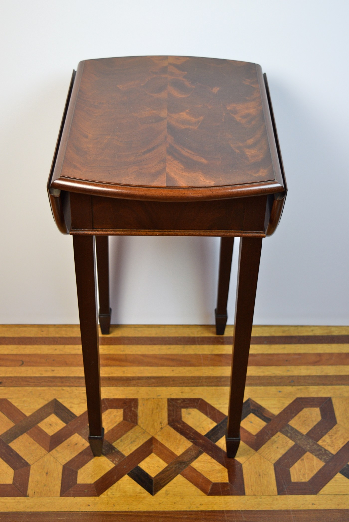 Small Drop Leaf Table With 2 Chairs Hekman Furniture Co Small Drop Leaf Side Table Ebth