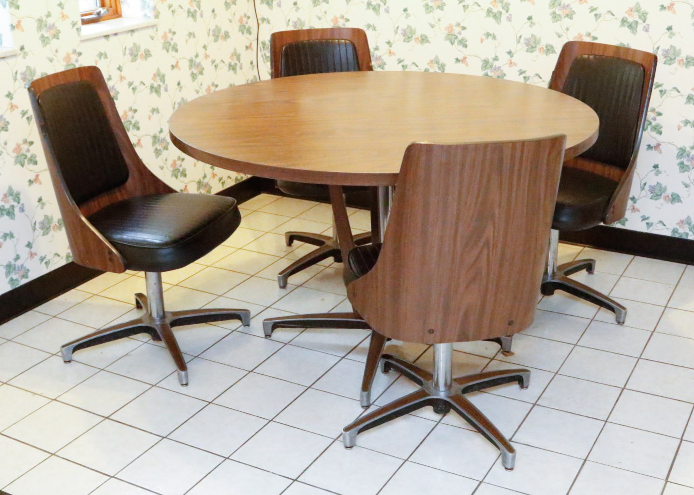Chromcraft Dining Chairs Chromcraft Table And Chairs Dinette Set Ebth
