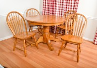 Oak Round Kitchen Table with Matching Chairs : EBTH