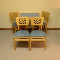 Vintage Stakmore Card Table with Folding Chairs : EBTH