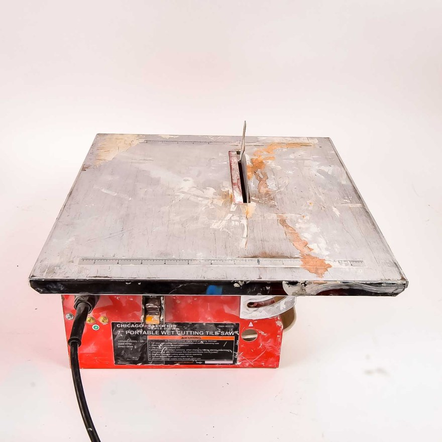 """Chicago Electric 7"""" Portable Wet Cutting Tile Ebth"""