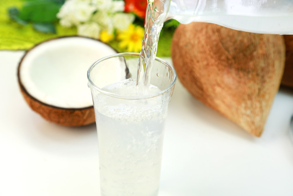 Get The Flat Stomach In Only 14 Days With Coconut Water