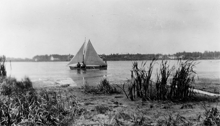 Boating on McKernan Lake c 1913. Photograph by Harry Roberts. Image courtesy of the City of Edmonton Archives EA-257-1.