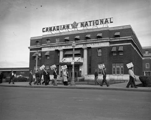 Striking railway workers form a picket line outside the CNR station, August 24, 1950. City of Edmonton Archives, EA-600-4920j.