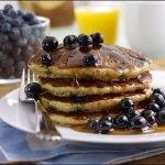 Pancake all'avena con la frutta