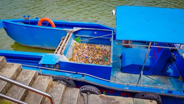 River cleaning boat singapore