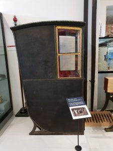 SEDAN cHAIR - aRUNDEL mUSEUM