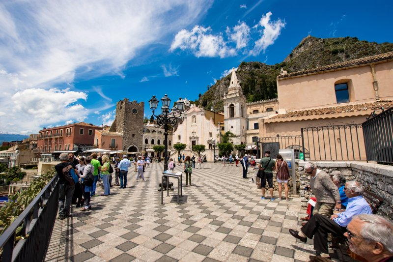 Piazza IX Aprile - Things to do in Taormina