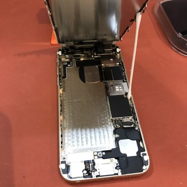バッテリーを外しました。