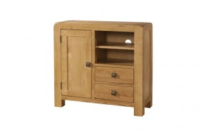 Avon oak media unit sideboard. Contemporary and Quirky Waxed Oak with smooth edges. with 1 door, two drawers with square rustic knobs and 1 shelf. DAV006
