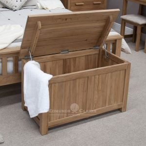 Bury solid oak blanket box . with lift up lid, support and hinges. square feet 100% ok