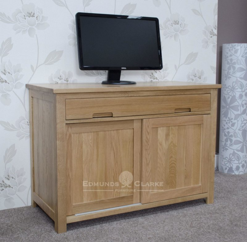 Bury oak home office hideaway hideaway desk  , 2 sliding doors with 3 internal drawers with tower storage too.