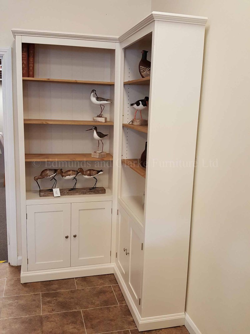 Painted corner bookcase Edmunds style