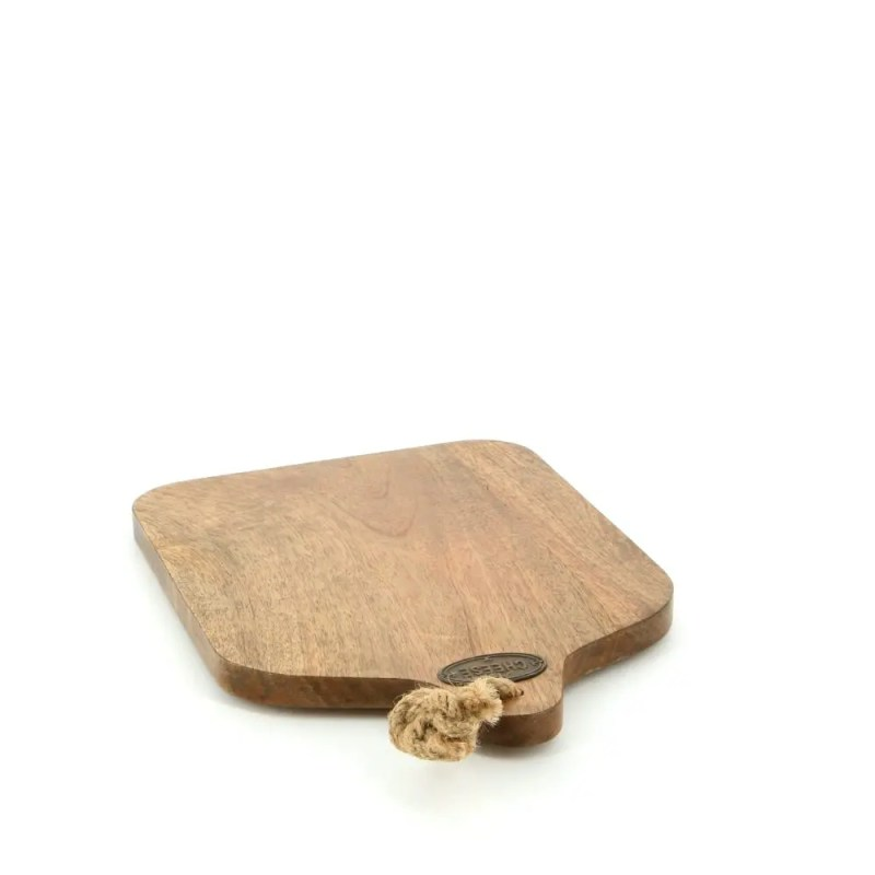 country kitchen cheese board with rope handle close 781206