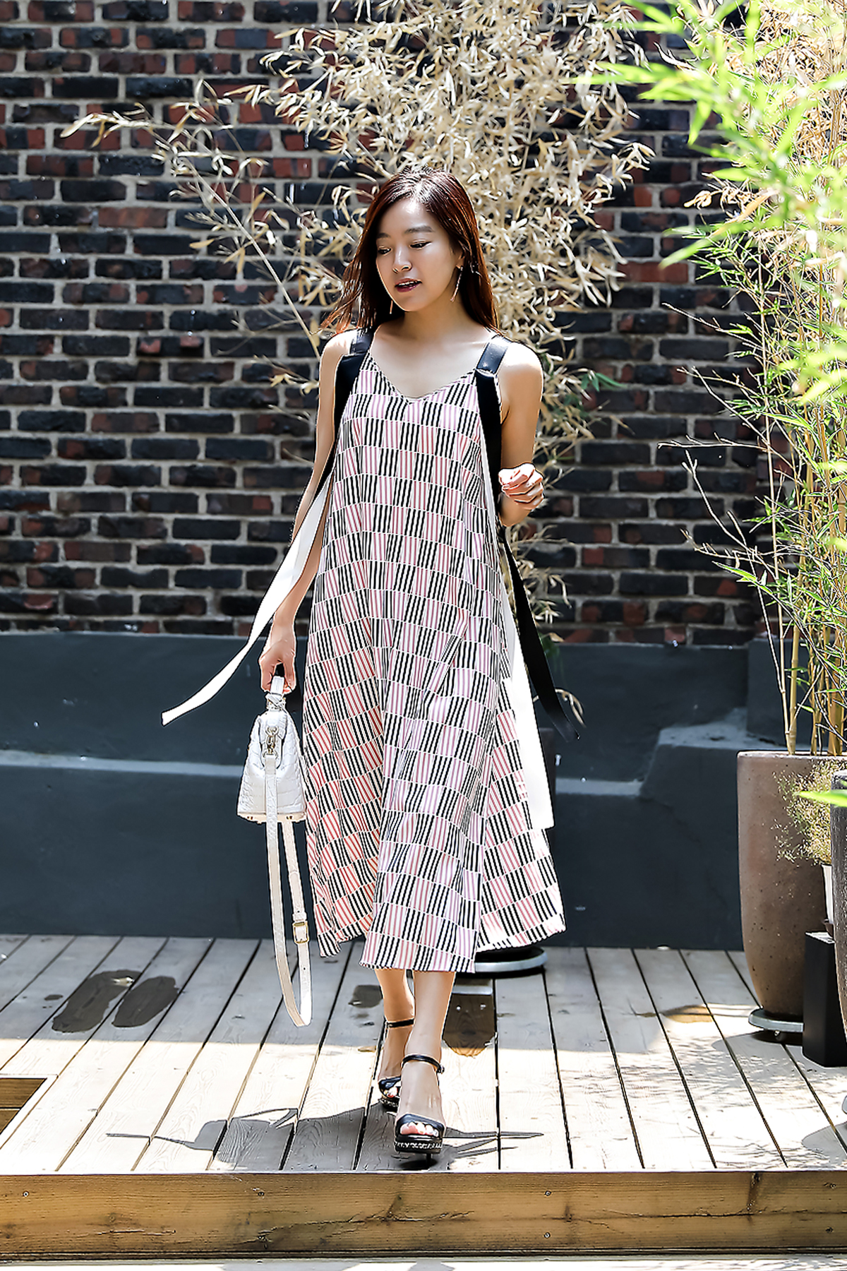 Gu Jungyeon, Street Fashion 2017 in Seoul.jpg
