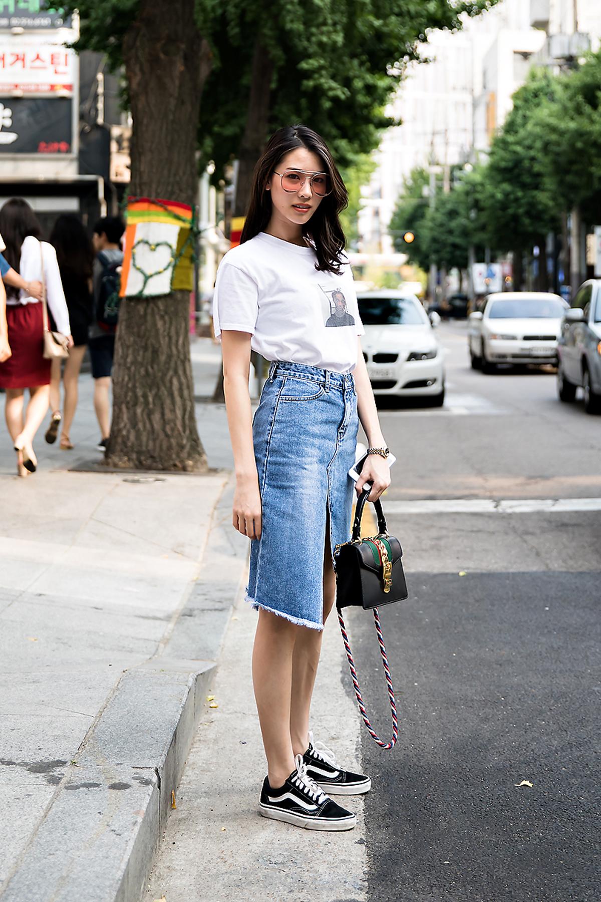 Jidapa, Street Fashion 2017 in Seoul.jpg