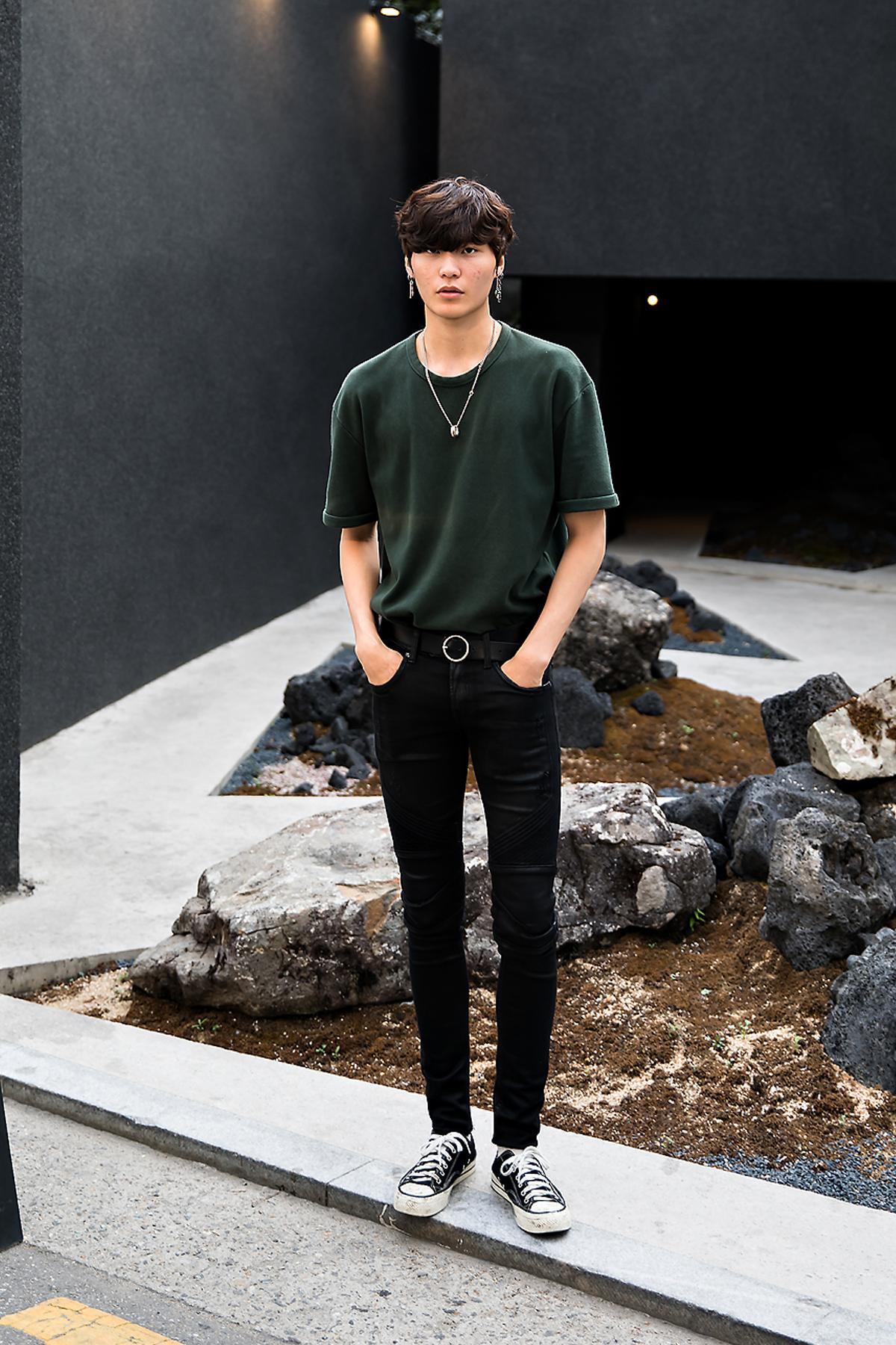 Yoo Wonho, Street Fashion 2017 in Seoul.jpg