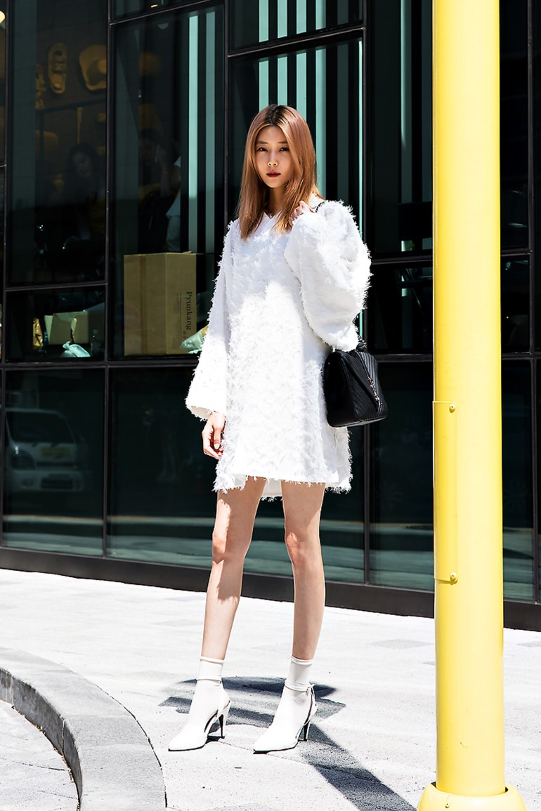 Baek Sehee, Street Fashion 2017 in Seoul.jpg