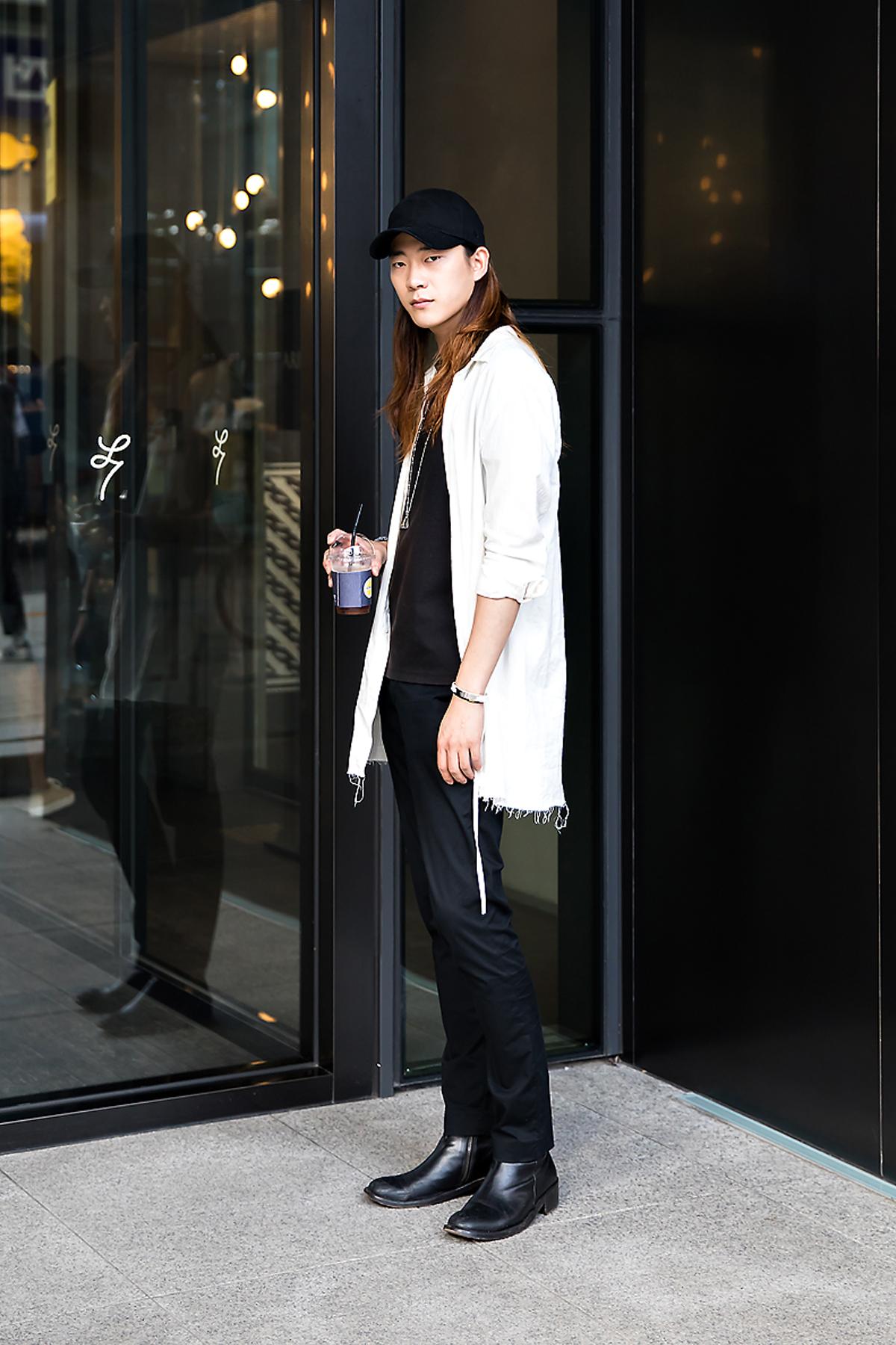 Hwang Daebum, Street Fashion 2017 in Seoul.jpg