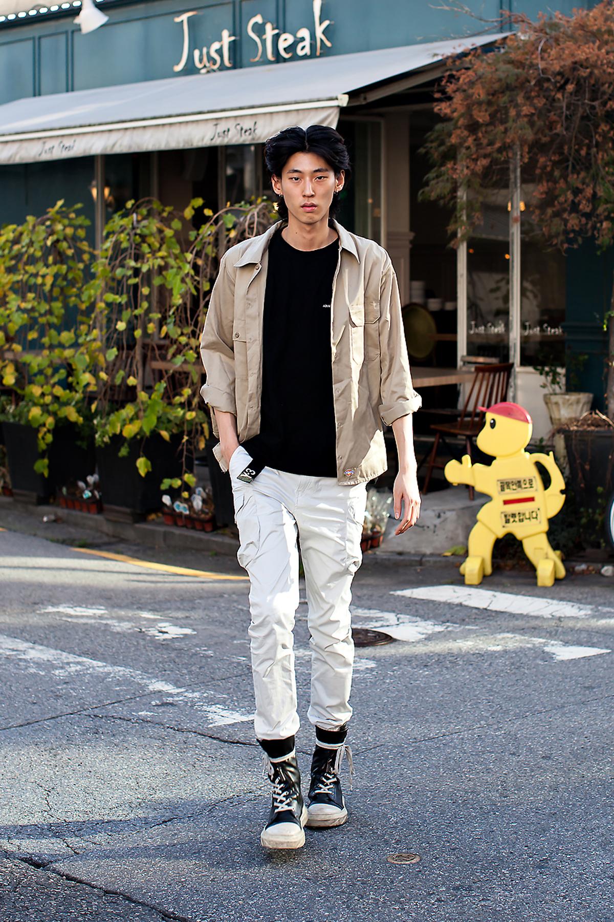 Jung Hyunjae, Street Fashion 2017 in Seoul.jpg
