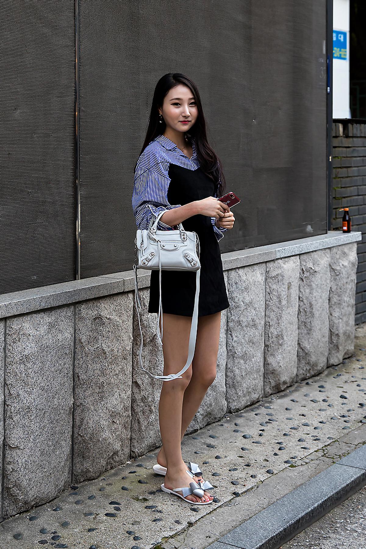 Park Jisoo, Street Fashion 2017 in Seoul.jpg