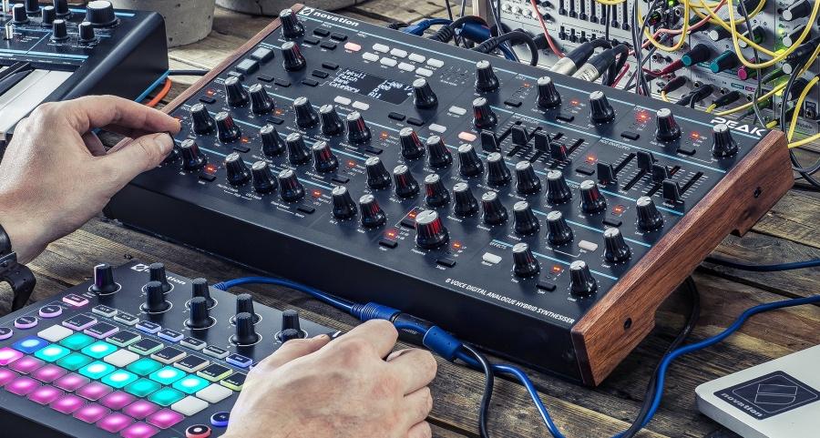 Novation、8ボイス・デスクトップ・ポリフォニックシンセサイザー「Peak」を発表
