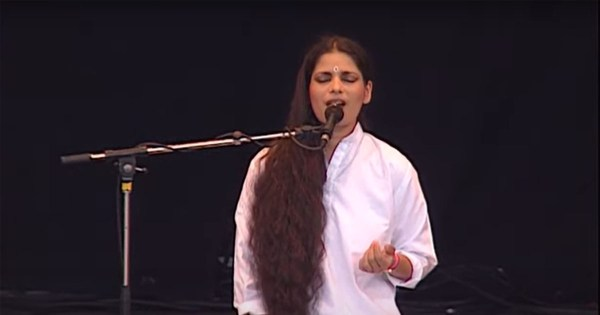 Sheila Chandra Singing at WOMAD 92